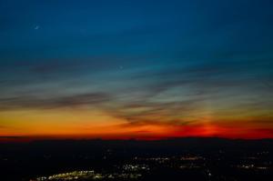 Congiunzione Luna, Mercurio e Venere24 Maggio 2020Santuario di MontespinetoA destra si nota una leggera Colonna di Luce